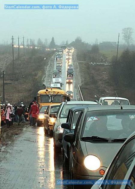 Многокилометровая пробка на подъезде к Дёмино